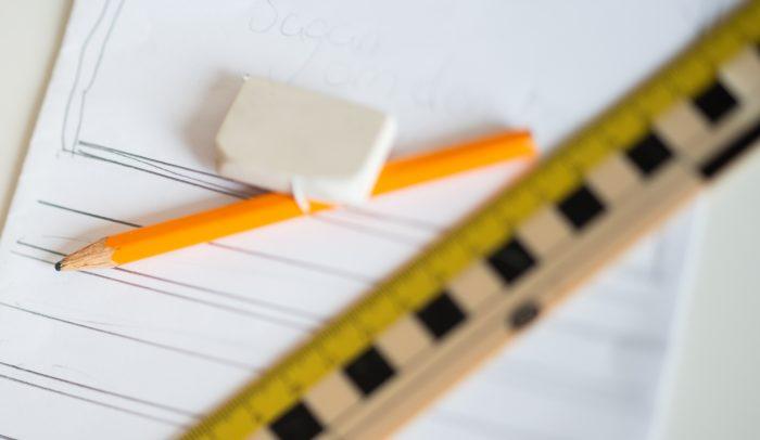 linjal penna och suddigum