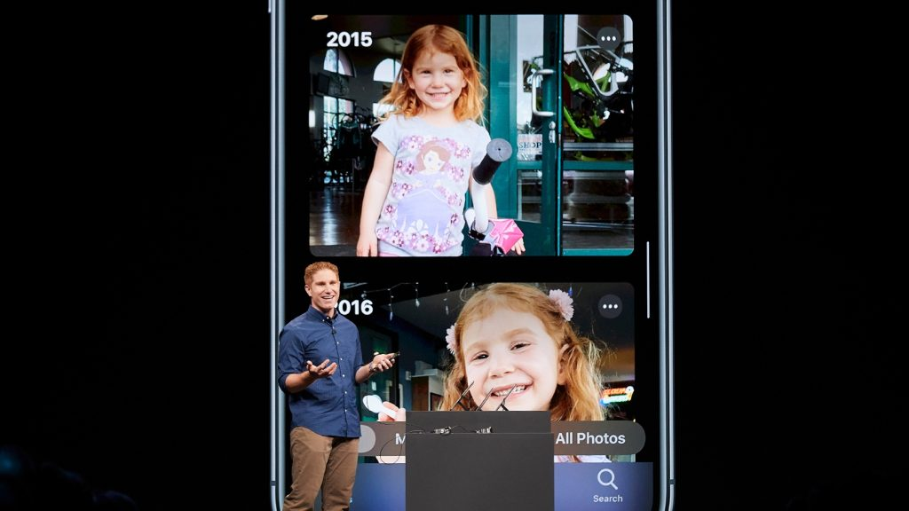 Apple demonstrerar sin foto-app på scen under WWDC.