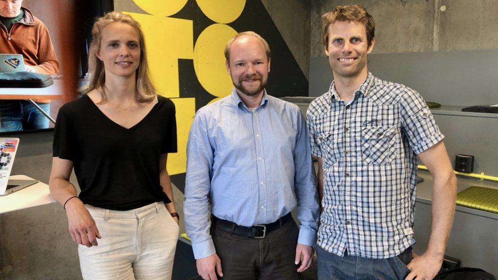 Snowflake Education, tre anställda med Jon-Erik Dahlin i mitten.