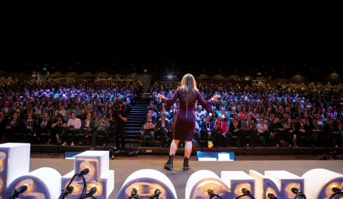 Tekniksociologen Zeynep Tufekci keynotetalar på Internetdagarna 2019