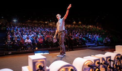 Ben Hammersley står framför scenen på Internetdagarna 2018
