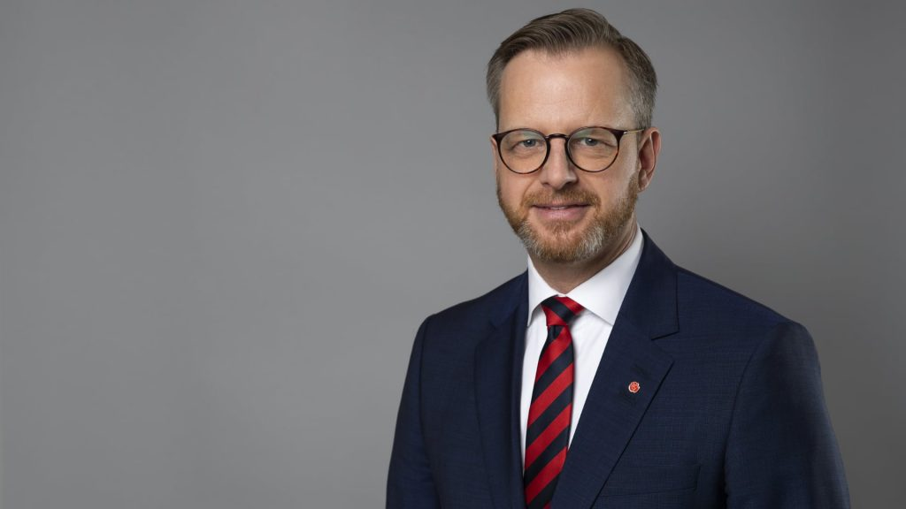 Pressbild av inrikesminister Mikael Damberg