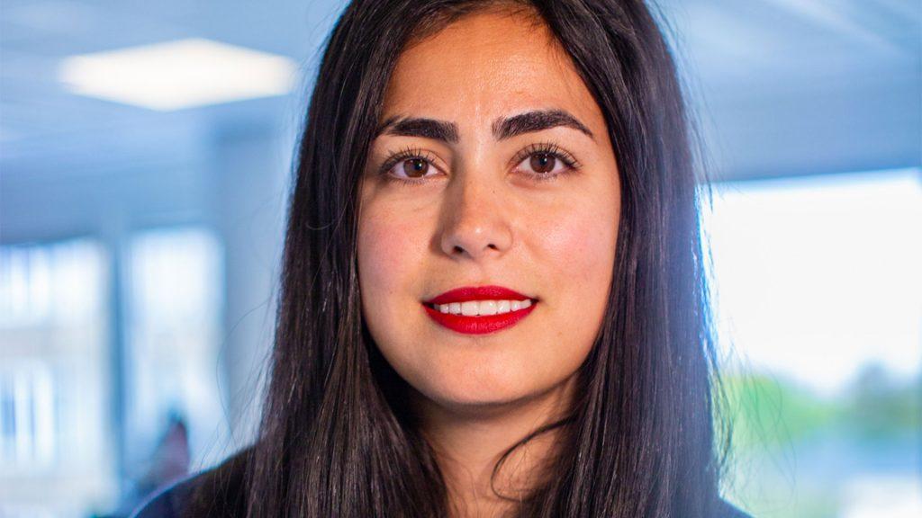 Porträtt av Dilem Güler, affärsutvecklingschef på Bonnier News.